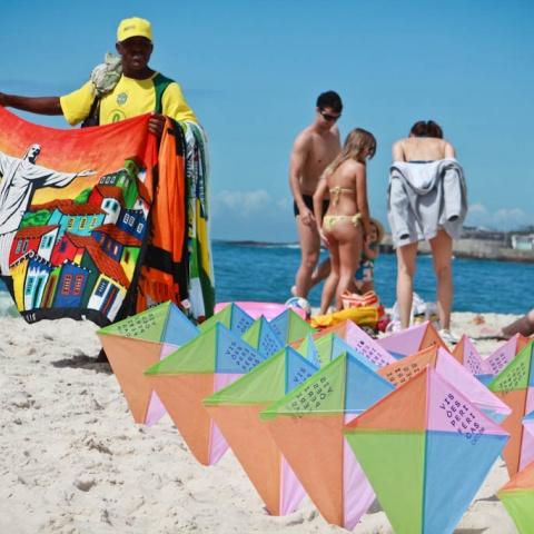 Praia de Copacabana - pipas do Visões Periféricas 2013