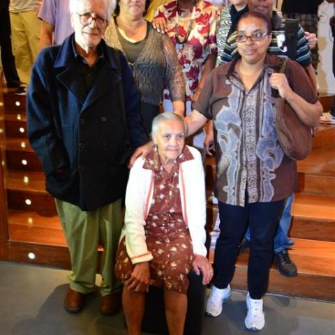 Eduardo Coutinho e os personagens de seus filmes na abertura do festival em 2012