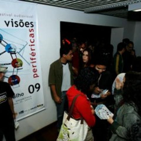 Abertura do Visões Periféricas na Caixa Cultural em 2009